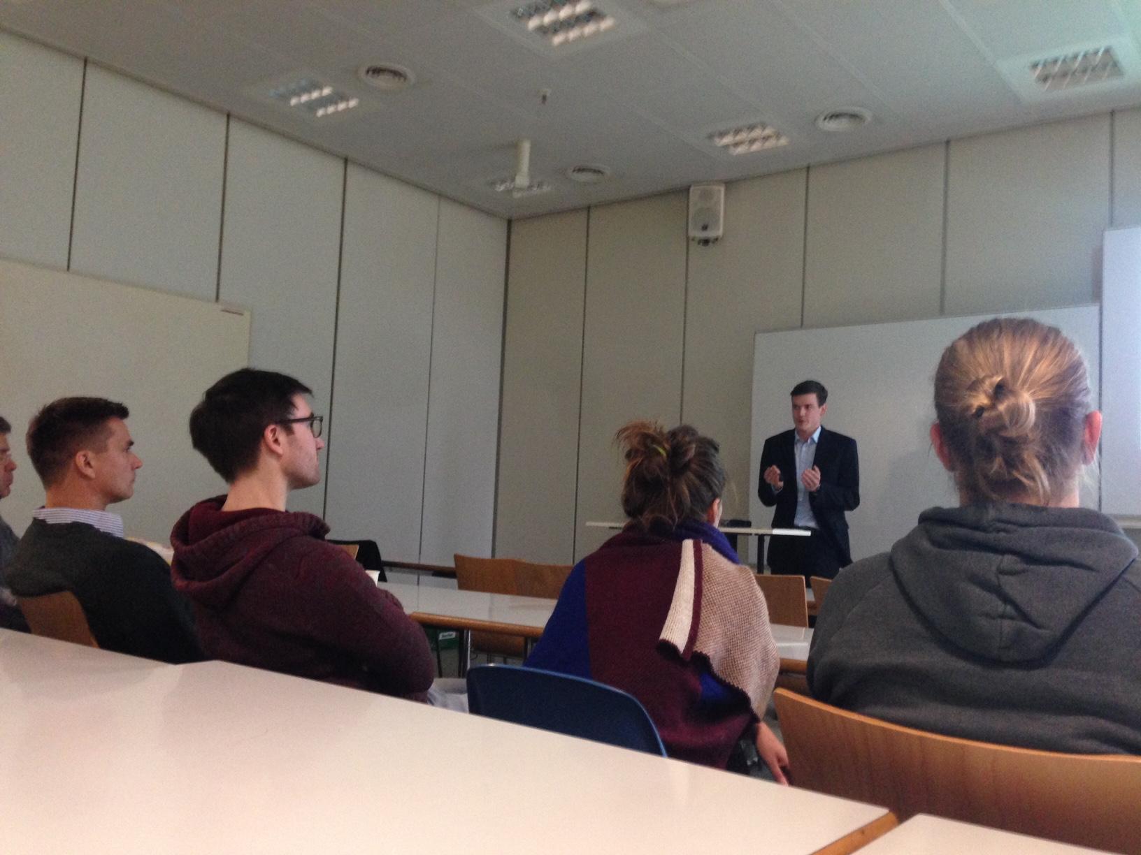 LaFTalks: Integrating Refugees via Suitable Knowledge Transfer for New Jobs
